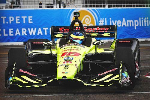 Bourdais roba la victoria después de un choque de Wickens y Rossi