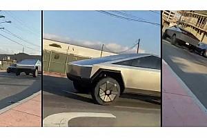 Közúti környezetben látszik igazán, mekkora egy monstrum a Tesla Cybertruck (videó)