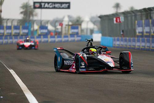 Роуленд сдержал прессинг Вандорна и впервые выиграл кибергонку Формулы Е