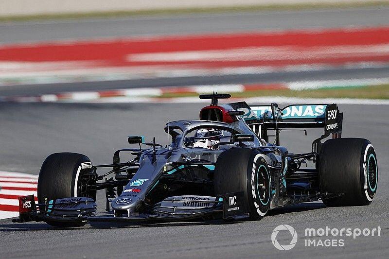 Hamilton comanda dobradinha da Mercedes no 1º dia em Barcelona