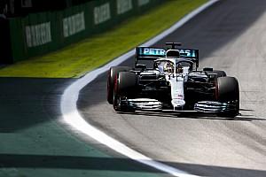 Tijdstraf voor berouwvolle Hamilton, podium Sainz