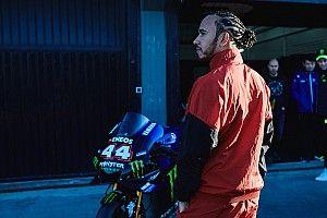 Yamaha a dû freiner Hamilton durant l'échange avec Rossi