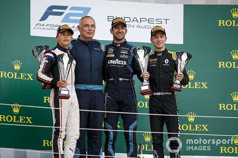 F2亨格罗林首回合:拉蒂菲发车制胜,周冠宇获得积分