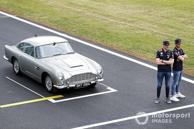 Az F1-es versenyzők rolleren, James Bond, Aston Martin...