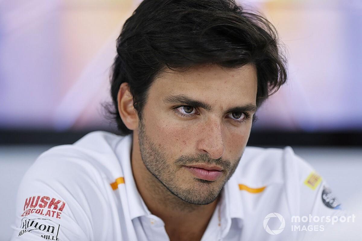 Ecclestone szerint Sainz másodszámú lehet a Ferrarinál