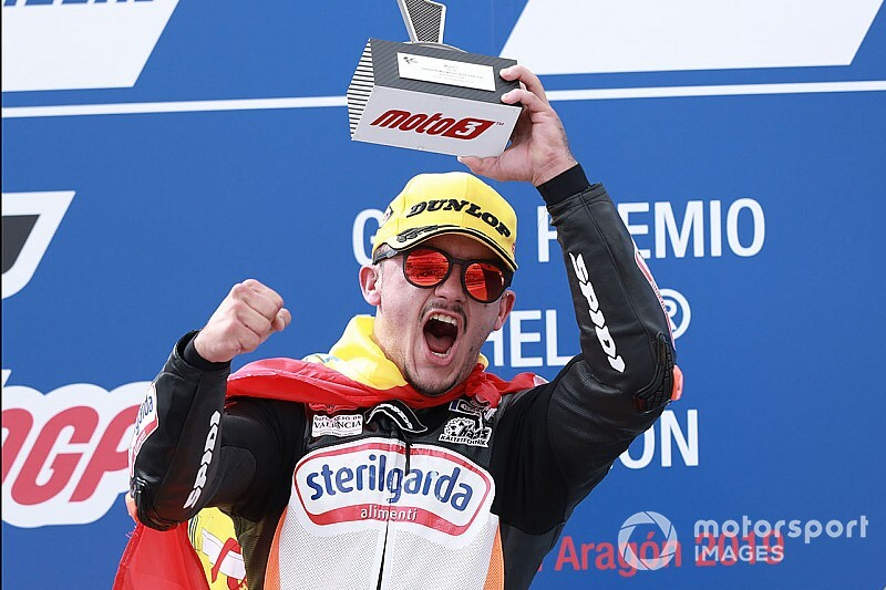 Aragon Moto3: Canet fights back with dominant win