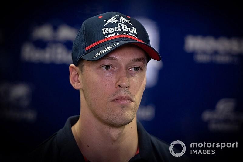 """Kvyat: Räikkönen """"s'est suicidé et a aussi essayé de me tuer"""""""