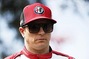 Így dekázik a WC-papírral Räikkönen: videó