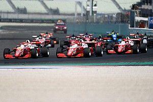 Смотрите прямо сейчас: Леклер-младший стартует с поула в утренней гонке Формулы Regional в Имоле