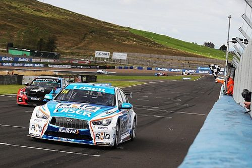 Knockhill BTCC: Sutton fends off Turkington to win Race 1