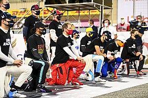 Az F1 állást foglalt a térdeléssel kapcsolatban