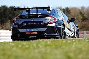 Snetterton BTCC: Shedden scores first pole of comeback