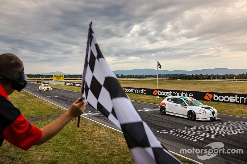 Hanson loses TCR podium for collision with Mostert