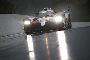 Alonso lidera una segunda práctica con lluvia en Spa
