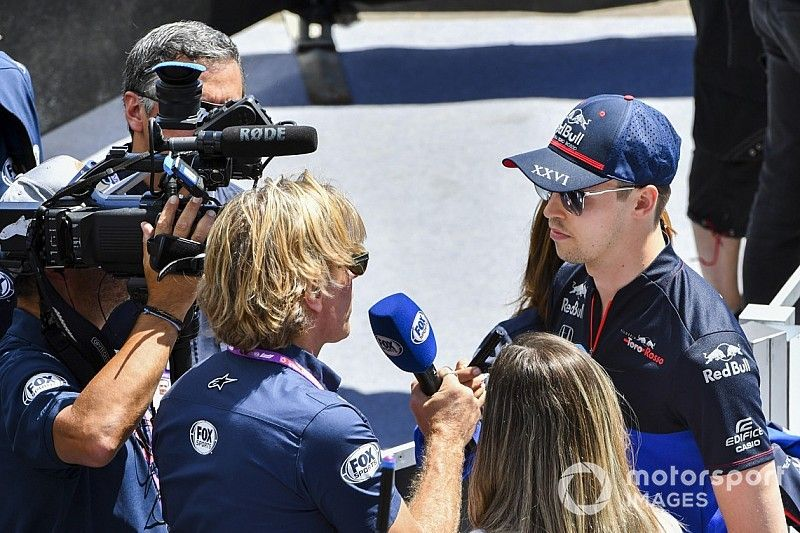 Квят обсудил в прямом эфире метание топоров и предложил Херберту место в Toro Rosso
