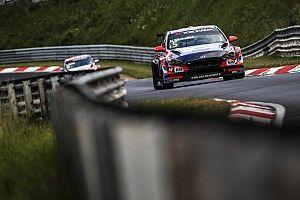 Михелис одержал первую победу в сезоне, выиграв пятничную гонку WTCR на «Нюрбургринге»