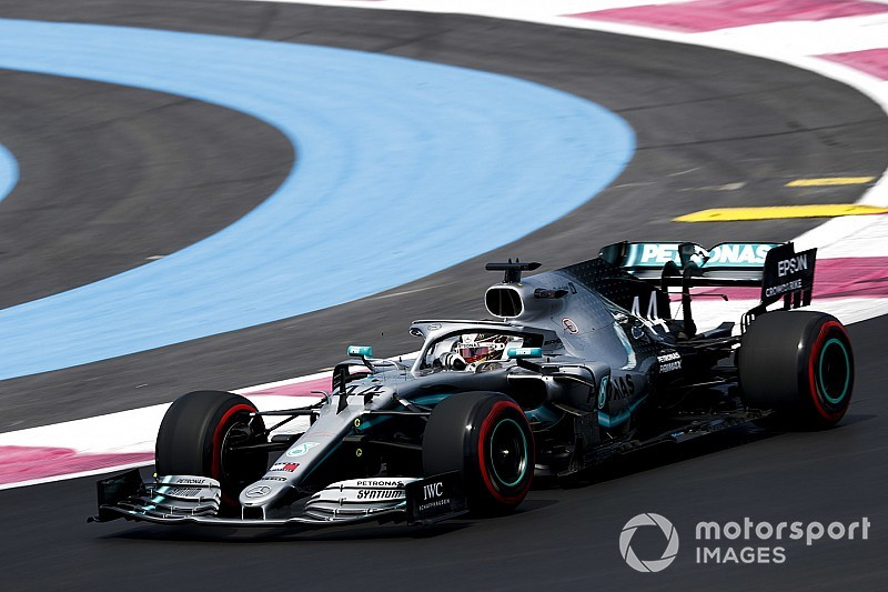 法国大奖赛FP1:梅赛德斯高居前二,汉密尔顿力压博塔斯