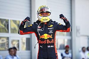 Button wskazuje na Verstappena