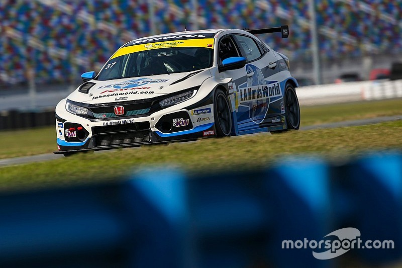 A Daytona è doppietta da brividi in TCR per le Civic della LA Honda World Racing