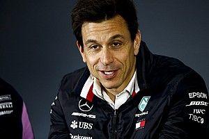 """Wolff smentisce: """"Non ho mai parlato con Verstappen, abbiamo un nostro piano piloti"""""""