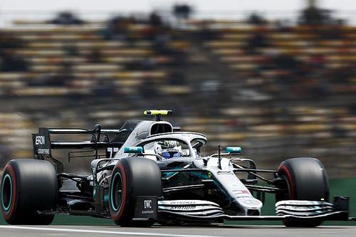 Bottas supera Hamilton e faz a pole do GP 1000 da Fórmula 1