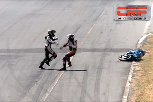 Watch These Two Riders Stop Mid-Race To Throw Punches