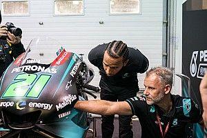 Em visita, Hamilton se diz ansioso para teste na MotoGP