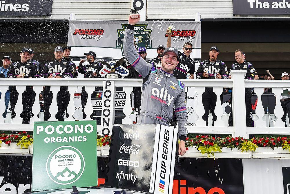 Bowman gana en dramático final en Pocono tras pinchadura de Larson