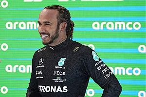 Hamilton: Rossz hozzáállás lenne, ha azt gondolnánk, hogy a Red Bull mögött járunk…