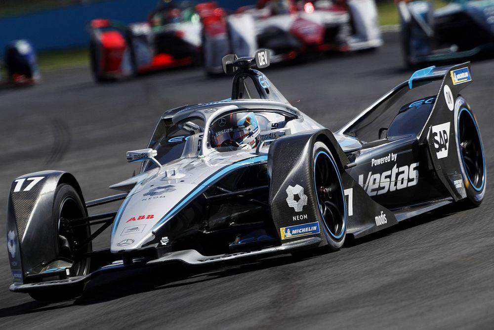 Две аварии подарили де Врису и Mercedes титулы в Формуле Е