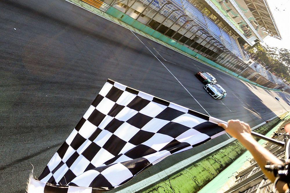 Julio Campos segue líder da GTSR após pega com Casagrande e Gerson em Interlagos: era só esperar momento certo para ultrapassar