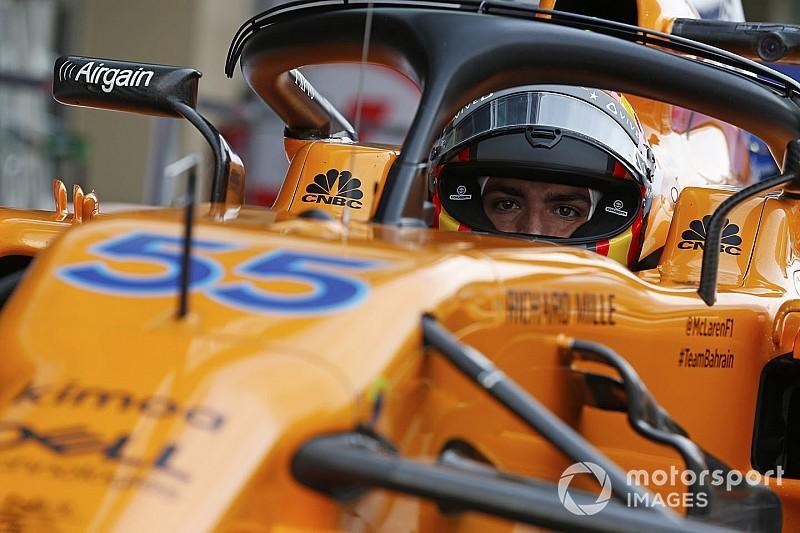Sainz már a McLaren színeiben körözget Abu Dhabiban