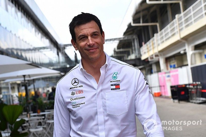 """Chefe da Mercedes não tem certeza se Fórmula E é """"corrida ou evento"""""""
