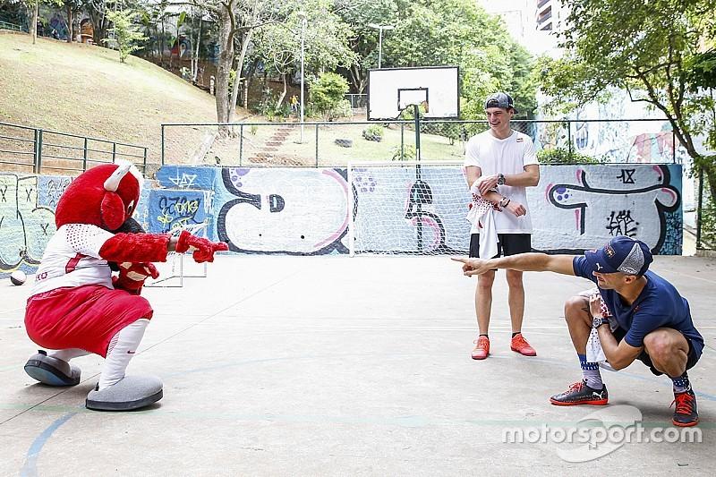 """Kulisszatitkok Brazíliából: Lauda Whatsupon gratulált Hamilton címéhez, Gasly Ricciardo """"jogos"""" utódja"""