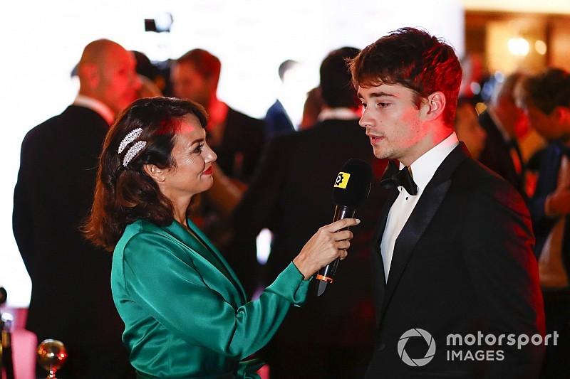 """Leclerc sul palco degli Autosport Awards: """"E' un onore avere un campione come Vettel al mio fianco"""""""