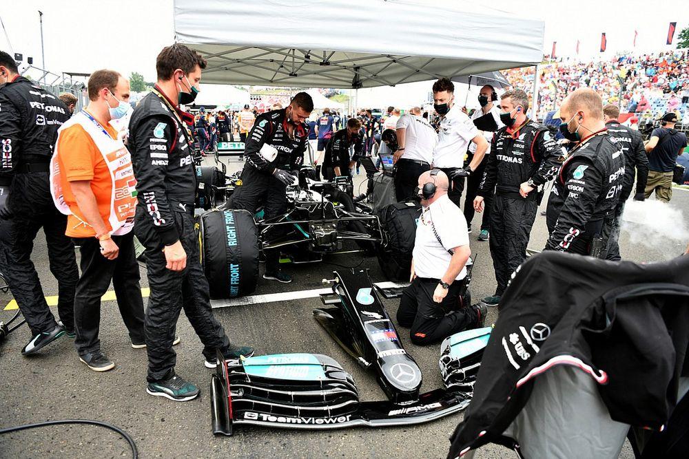 """F1: Mercedes """"surpresa"""" com """"estranha"""" decisão da Red Bull de utilizar pouco downforce na Hungria"""