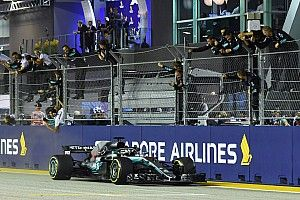 Hamilton domina de inicio a fin en Singapur y se acerca más al título
