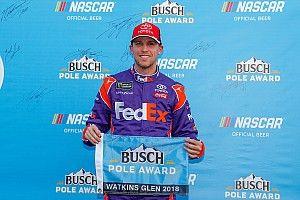 Prima fila tutta Joe Gibbs Racing a Watkins Glen: pole di Hamlin davanti a Kyle Busch