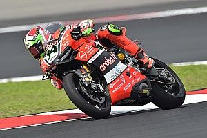 Davide Giugliano in 3rd place after the first day of practice in Donington