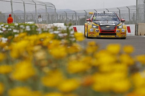 Morocco WTCC: Coronel holds off Lopez to win amid carnage