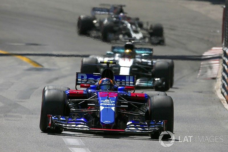 "F1 needs ""half the field"" to have podium potential – Sainz"