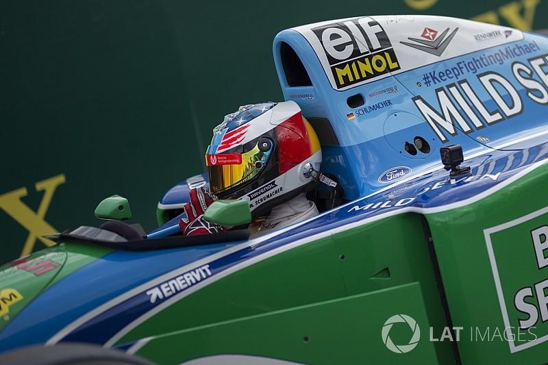 In beeld: Mick Schumacher in de Benetton B194 van vader Michael