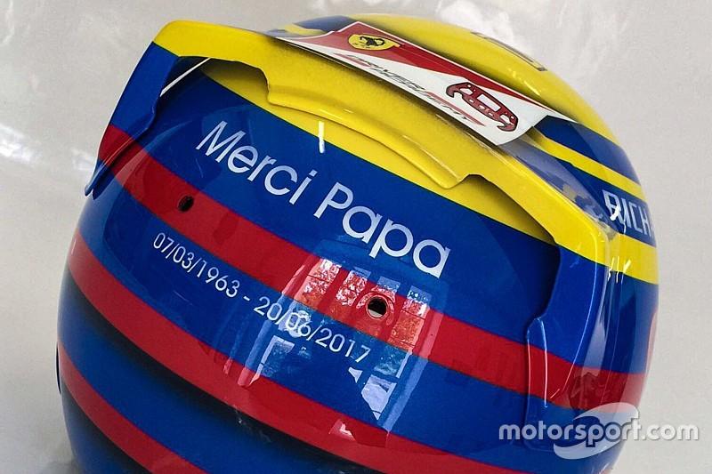 Leclerc adopte le casque de son père en signe d'hommage