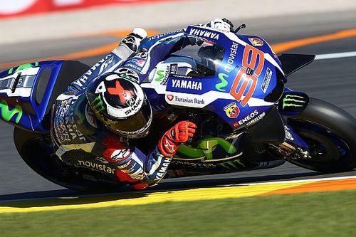 MotoGP: Lorenzóé az év utolsó pole-ja Marquez és Rossi előtt!