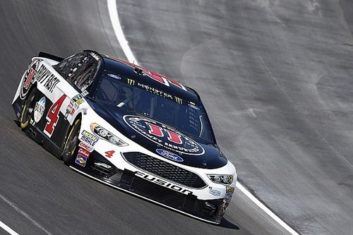 Kevin Harvick domina le Qualifiche e centra la pole in Texas