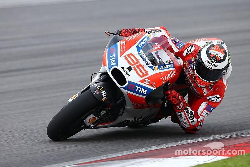MotoGP: A Ducati tesztpilótája lesz Lorenzo pályaelemzője!