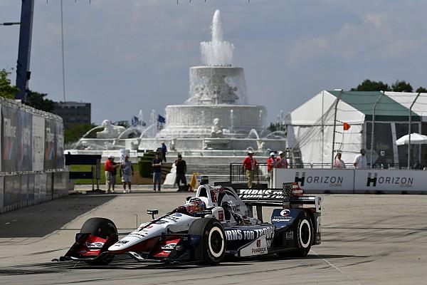 IndyCar Castroneves tem volta cassada e Rahal é pole em Detroit