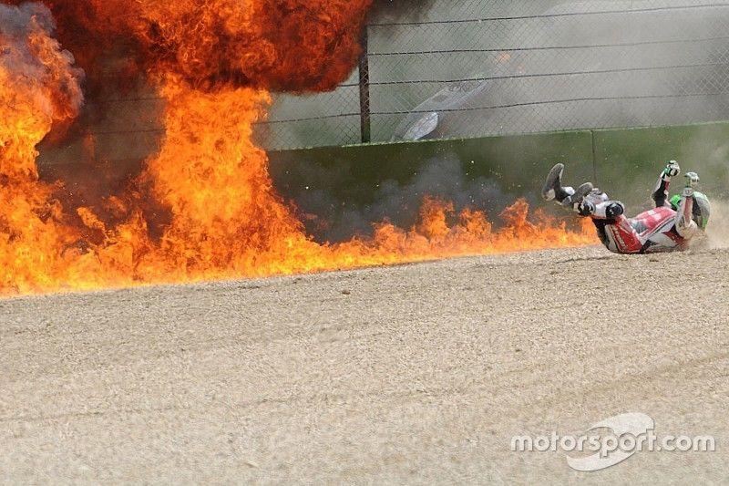 Davies gana en Imola una carrera acortada por el accidente de Laverty