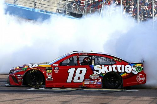 Kyle Busch tops Truex at Phoenix for NASCAR win No. 199