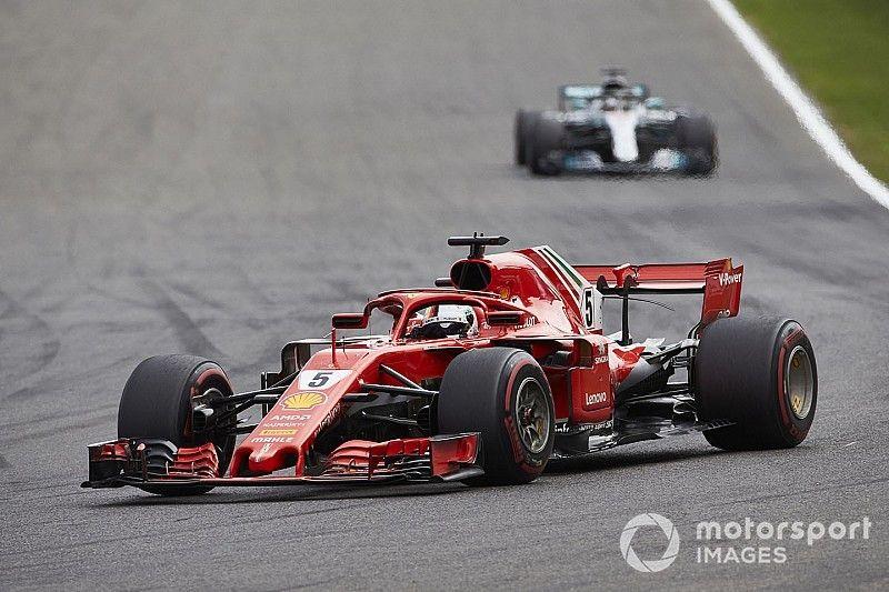 Хэмилтон предостерег Mercedes от ошибок в погоне за Ferrari